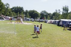 Jaar- en seizoenplaatsen op camping de Vossenburcht.  https://www.devossenburcht.nl/familiecamping-in-overijssel/tarieven-jaar-en-chaletplaatsen/
