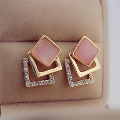 Geometric earrings Jewelry Design Earrings, Gold Earrings Designs, Gold Jewellery Design, Ear Jewelry, Girls Earrings, Antique Jewellery Designs, Gold Jewelry Simple, Beautiful Earrings, Jewelry Collection