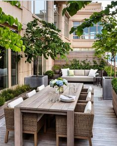 Landscape design at its urban finest on this NYC Upper West Side patio with a view! Created by Gunn Landscape Architecture.. Super sleek!