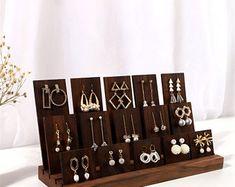 Organizador de joyas exhibición de joyas soporte de perno de | Etsy Wood Display Stand, Earring Display Stands, Wooden Jewelry Display, Jewellery Display, Wood Earrings, Bar Earrings, Craft Show Displays, Craft Stalls, Jewelry Stand