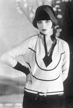 PHOTO – MOVIE STAR – LOUISE BROOKS – HIGH FASHION AND THE VERY DEFINITION OF FLAPPER – WOW
