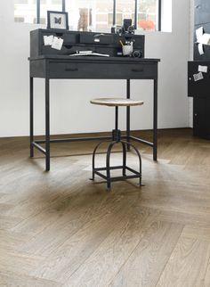 Geen hout, maar PVC van Forbo-Novilon NBD | Nederlandse Bouw Documentatie Pvc Flooring, Study Desk, Interior Inspiration, Home Furnishings, Sweet Home, New Homes, House Design, House Styles, Furniture