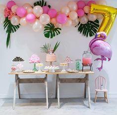 Flamingo pool party by @nadinecanestri