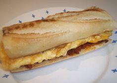 Bocadillo de tortilla con sobrasada