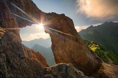 Is this real? Mountain Pose, Mountain Photography, True Beauty, Romania, Trekking, Climbing, Mount Everest, Poses, Mountains