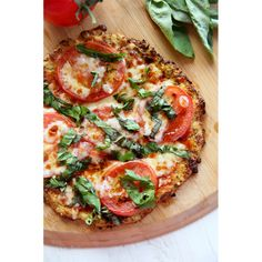 <p>Recept via <a href='http://ourbestbites.com/2015/03/how-to-make-cauliflour-pizza-crust/#_a5y_p=3923300' target='_blank'>Our Best Bites</a>.</p>