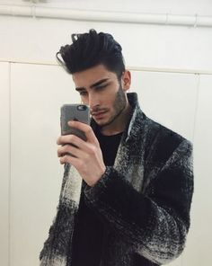 hair -I really thought this was like an unseen photo of Zayn Malik Toni Mahfud, Hair And Beard Styles, Short Hair Styles, Moustaches, Attractive Men, Facial Hair, Haircuts For Men, Gorgeous Men, My Hair