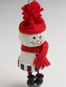 This was the top homemade Christmas ornament in our newsletters last week! So darn cute- Snuggly Snowman Ornament