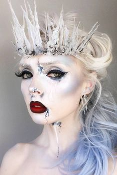 Sexy Halloween Makeup Looks That Are Creepy Yet Cute ★ See more: http://glaminati.com/pretty-halloween-makeup-ideas/