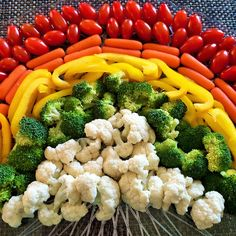 Take your veggie tray from average to AWESOME with this Fresh Veggie Rainbow! Healthy, delicious, and so much fun. Perfect for your next party or play date! Rainbow Unicorn Party, Rainbow Birthday Party, Unicorn Birthday Parties, Birthday Fun, Birthday Ideas, Tie Dye Party, Unicorn Foods, Rainbow Fruit, Birthday Desserts