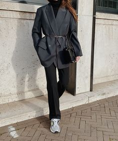 House of Dagmar - Low Classic - Bottega Veneta - Arket - New Balance Cute Casual Outfits, Stylish Outfits, Fashion Outfits, Streetwear Mode, Streetwear Fashion, Mode Dope, Look Retro, Blazer Outfits, Street Style Women