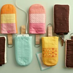 mobile phone covers, shaped like ice creams on a stick, handmade gifts, made from pieces fabric, in different colors Diy Videos, Diy Coque, Tarjetas Diy, Diy Organizer, Diy Cadeau, Gift Suggestions, Gift Ideas, Teenage Girl Gifts, Ideas Geniales