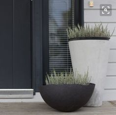 47 Beautiful Front Door Planter Ideas p 47 Beautiful Front Door Planter Ideas p Best Front Doors, Beautiful Front Doors, Beautiful Beautiful, Front Door Plants, Front Door Decor, White Planters, Garden Planters, Modern Planters, Balcony Garden
