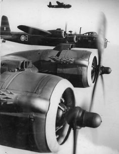 Stirling bomber engines Short Stirlings of No. 1651 HCU (Heavy Conversion Unit) in flight, 1942. W7427 'B' is in the middle of the formation.