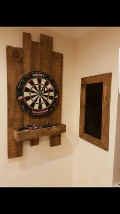 Pallet dart board and score board! - Pallet dart board and score board! Pallet dart board and score board! Diy Pallet Projects, Wood Projects, Woodworking Projects, Man Cave Diy, Man Cave Home Bar, Dart Board Cabinet, Palette Diy, Into The Woods, Bars For Home