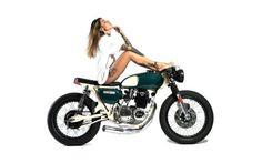 Honda CB500 Four Cafe Racer by Apache Custom Motorcycle - Model Zoe Cristofoli #caferacergirl #bikergirls #motorcyclesgirls #chicasmoteras | caferacerpasion.com