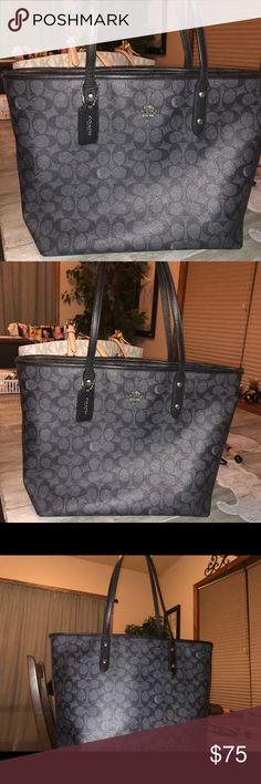 Black Coach purse Black Coach purse in great condition. Purchased this aLong with the MK that's in my closet here on Posh. After doing so. I came across my dream purse. So I'm letting these go so I can buy it. Coach Bags Totes