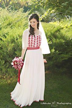 Another beautiful Romanian wedding dress European Wedding Dresses, Traditional Wedding Dresses, Traditional Outfits, Romanian Wedding, Folk Fashion, Womens Fashion, Eslava, Wedding Dress Sleeves, Anastasia