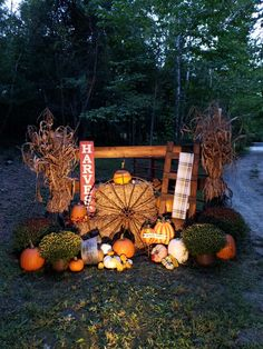 Thanksgiving Decorations Outdoor, Thanksgiving Ideas, Fall Decorations, Halloween Decorations, Fall Festival Booth, Fall Harvest Party, Autumn Harvest, Crate Decor, Fall Pumpkins