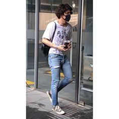 Sydne Style show show to get katie holmes street style in a kimono and jeans Kimono Outfit, Kimono Fashion, Boho Fashion, Vintage Fashion, Fashion Trends, Kimono Style, Japan Fashion, India Fashion, Street Fashion