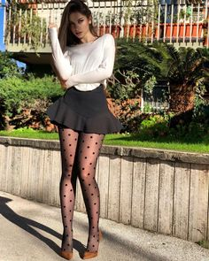 Fashion Tights, Tights Outfit, Short Skirts, Short Dresses, Mini Skirts, Women With Beautiful Legs, Pantyhosed Legs, Look Body, Pantyhose Outfits