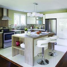 Une maison à multiples niveaux   © TVA Publications   Photos: Yves Lefebvre ----------------------------------------------------- J'aime l'ilot, mais avec d'autres matériaux !!