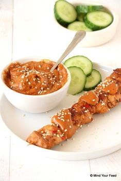 Zelf satésaus maken Dip Recipes, Great Recipes, Healthy Recipes, Healthy Food, Sauces, Indonesian Food, I Foods, Chicken Wings, Cravings