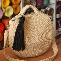 Fabulous Crochet Ideas With Knitting Patterns - Home Ideas Bag Crochet, Crochet Diy, Crochet Handbags, Crochet Round, Crochet Purses, Love Crochet, Japanese Bag, Round Bag, Casual Bags