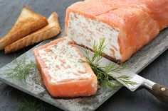 Feine Lachsterrine Healthy Food List, Easy Healthy Recipes, Healthy Snacks, Snack Recipes, Salmon Terrine, Party Finger Foods, Party Buffet, Food And Drink, Appetizers
