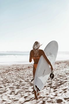 The first thing I do every morning is go online to check the surf. If the waves are good, I'll go surf. Beach Pink, Beach Bum, Surfing Pictures, Beach Pictures, Photo Surf, Beach Aesthetic, Tropical Beaches, Blog Voyage, Surf Girls