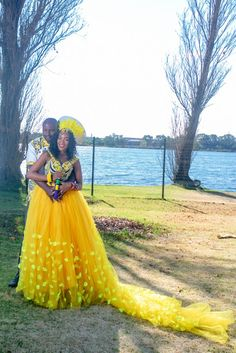 Bontle Bride Magazine is a wedding magazine with a flavour of culture featuring traditional weddings, tips and ideas. South African Wedding Dress, African Wedding Attire, South African Weddings, African Attire, African Fashion Dresses, African Dress, Nigerian Weddings, African Wear, Zulu Traditional Attire