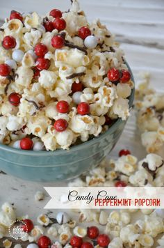 Candy Cane Popcorn Recipe and free printable gift tag | theidearoom.net