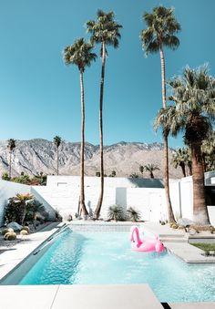 Modernism Week, Palm Springs — Adore Home Magazine Palm Springs Houses, Palm Springs Style, Palm Springs California, Southern California, California California, Spring Aesthetic, Travel Aesthetic, Modernism Week, Exterior