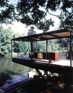 lake house or river house. Lovely, though no privacy :) Cantilever Architecture, Interior Architecture, Interior And Exterior, Interior Paint, Future House, My House, Boat House, Farnsworth House, River House