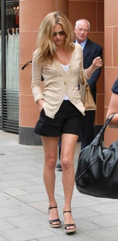 OK, so it's Kate Moss. However, this summer neutrals look is easy for any Mom to recreate!