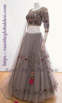 first date outfit Party Wear Indian Dresses, Designer Party Wear Dresses, Indian Fashion Dresses, Indian Bridal Outfits, Indian Gowns Dresses, Dress Indian Style, Indian Designer Outfits, Hijab Fashion, Salwar Designs