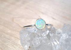 die besten 25 silver opal ring ideen auf pinterest opalringe wei er opalring und. Black Bedroom Furniture Sets. Home Design Ideas