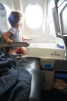 BedBox von Jetkids. Flugzeugbett für Kinder. Reisen mit Kleinkind.