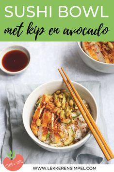 Sushi bowl met kip en avocado. Een lekker recept dat je bijvoorbeeld ook met zalm kunt maken. Lekker, makkelijk en gezond. De sushi bowl lijkt eigenlijk ook heel erg op een poke bowl. Heerlijk recept! Klik op de foto voor het recept. Easy Healthy Recipes, Healthy Drinks, Asian Recipes, Beef Recipes, Easy Meals, Cooking Recipes, Whole Foods Market, Sushi Bowl, Lemon Kitchen