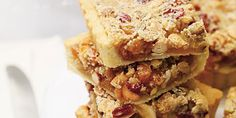Easy Pecan Pie Bars ~ Delicious, Buttery Pecan Pie Bar Recipe with a Cake Mix Crust, Gooey Middle and Loaded with Pecans! This Recipe Will Be Your New Favorite For the Holidays! Cranberry Bread, Cranberry Cheese, Pie Recipes, Dessert Recipes, Easy Recipes, Pecan Pie Bars, Pretzels Recipe, Sweet Tarts, Dessert Bars