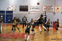 Σε ντέρμπι εξελίχθηκε το παιχνίδι μεταξύ των Μακεδόνων Αξιού και ΕΟ Σταυρούπολης για την 21η αγωνιστική της Α1 Γυναικών, νικήτρια του οποίου ήταν η ομάδα των Μακεδόνων. Basketball Court, Sports, Places, Hs Sports, Sport
