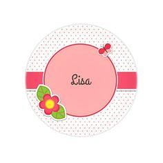Cette assiette décorée d'un papillon et d'une fleur sera parfaite pour…