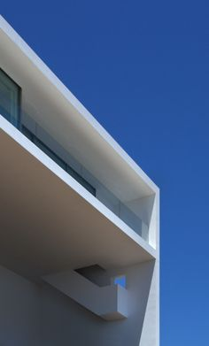 house cliff 3 620x1028 Ethereal House On The Cliff by Fran Silvestre Arquitectos