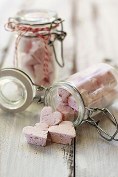Homemade raspberry-marshmallows