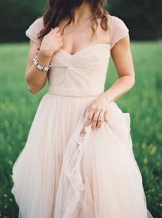 For the ones who loves blush pink and tulle, this gown from Reem Acra is a way to go! :)