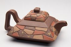 CHINESE YIXING ZISHA CLAY ARTISTIC TEAPOT AND COVER