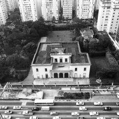 Vocês conhecem a história da Mansão Matarazzo que fica no mesmo local onde hoje se encontra o Shopping Cidade de São Paulo? Então confira tudo no artigo da nossa colaboradora @lu_cotrim_ na série que conta a história da Avenida Paulista em www.spcity.com.br #saopaulocity #mansaomatarazzo