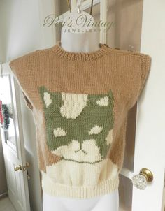 Vintage 80s Beige, Green Cat Design, Sleeveless Hand Knit  Vest/Sweater Top Sz Small by PegsVintageJewellery on Etsy