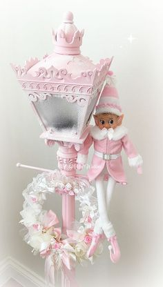 Here are the best Shabby Chic Christmas Decor ideas that'll give your room a romatic touch. From Pink Christmas Tree to Shabby Chic Christmas Ornaments etc Vintage Pink Christmas, Shabby Chic Christmas Decorations, White Christmas Ornaments, Pink Christmas Tree, Noel Christmas, Victorian Christmas, Christmas Crafts, Christmas Tables, Christmas Scenes