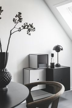 Amazing use of our Frame units styled in a home by Our Frame units are avaliable in many variations so you can create your own personal Frame wall . Living Room Lounge, Minimalist Interior, Interior, Interior Styling, Home Decor, Living Room Interior, Interior Design, Modern Interior, Monochrome Interior